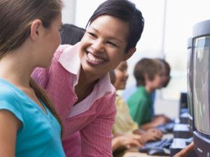 Empiece bien el nuevo año utilizando elogios en el salón de clase