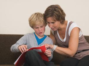 Maneras Simples para Comunicarse con los Maestros de sus Niño/as